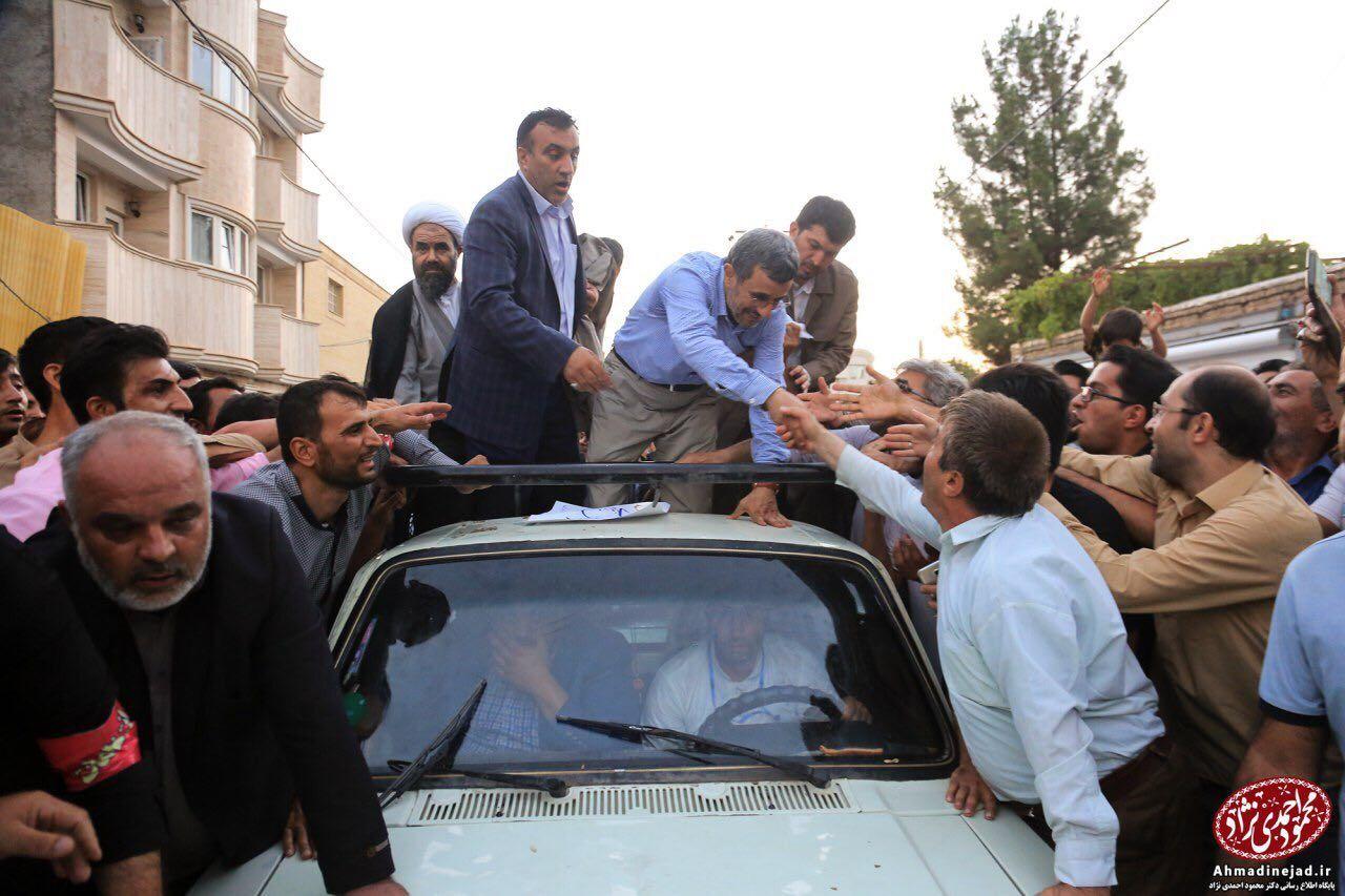 احمدی نژاد در بجنورد:چرا همه راه ها را بسته اید؟/حضور در حرم امام رضا(ع)