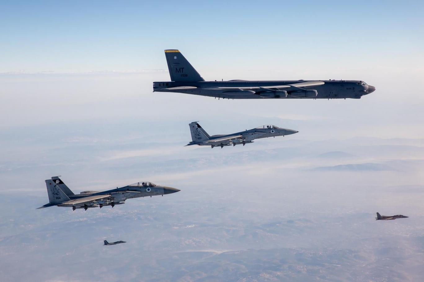 چرا جنگندههای نیروهای هوایی اسرائیل، انگلستان،  آمریکا و عربستان در نزدیکی ایران به پرواز درآمدند؟!