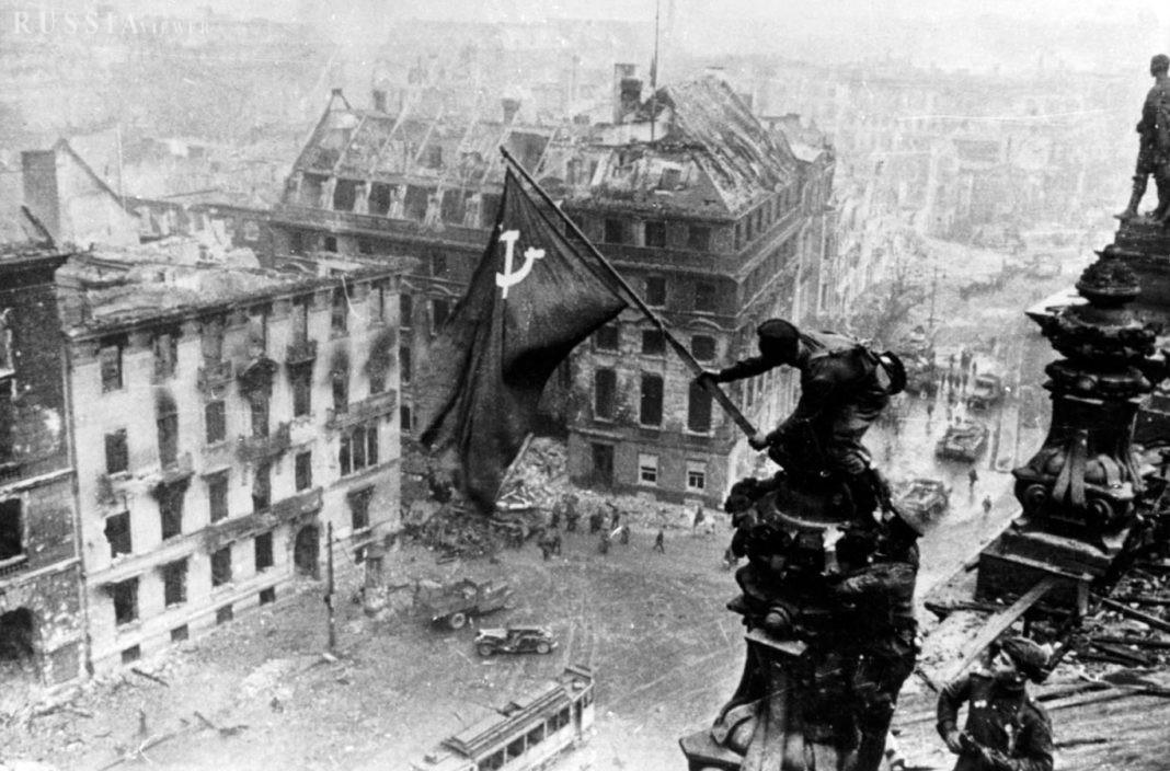 به بهانه عکسی که در تاریخ شوروی ماندگار شد