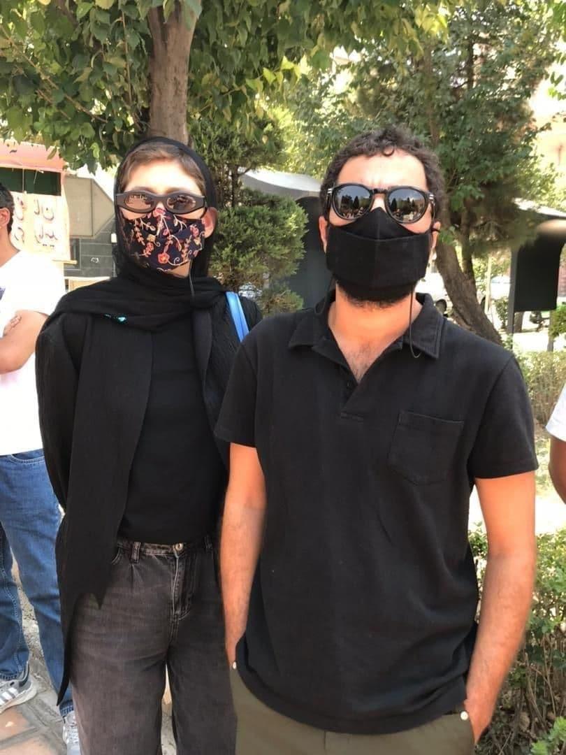 نوید محمدزاده و فرشته حسینی در تجمع اعتراضی هنرمندان(عکس)